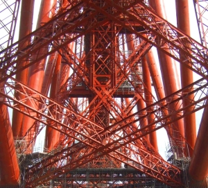 Forth Bridge inner tensions and compressions